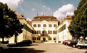 Das Hunyadischloss ist mit dem Auto nur 5 min. vom Hotel Restaurant Hotwagner entfernt.